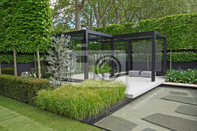Bild A cool modern garden with some Scandinavian style and a water feature