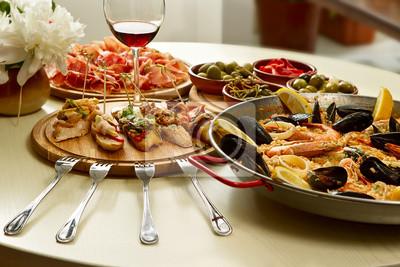 Abendessen auf dem Tisch