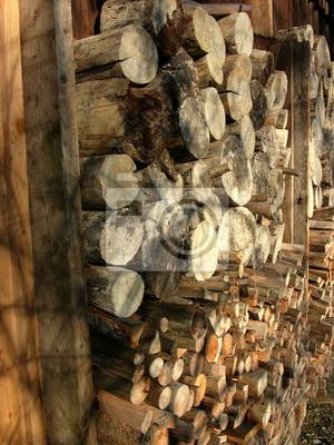 Bild Abgelagertes Holz Aus Dem Wald Für Den Ofen Und Den Kamin Auf Einem  Alten Bauernhof