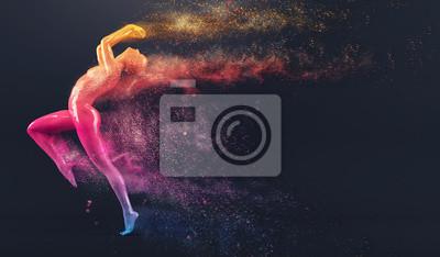 Abstrakt colorful Kunststoff menschlichen Körper Schaufensterpuppe Figur mit streuenden Teilchen auf schwarzem Hintergrund. Action und Springen posieren. 3D-Rendering-Abbildung