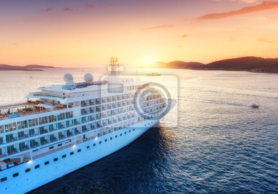 Bild Aerial view at the cruise ship during sunset. Adventure and travel.  Landscape with cruise liner on Adriatic sea. Luxury cruise. Travel - image