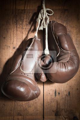 alte Boxhandschuhe, hängen Holzwand