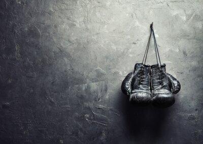 Bild alte Boxhandschuhe hängen Nagel auf wand