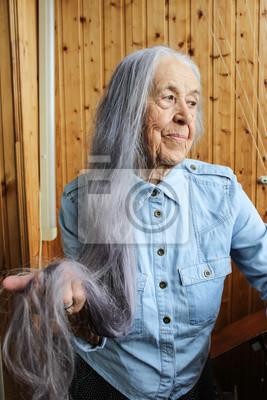 ältere Frauen Mit Grauen Haaren Graue Haare 2019 10 26