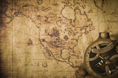 Bild alte Karte mit Kompaß