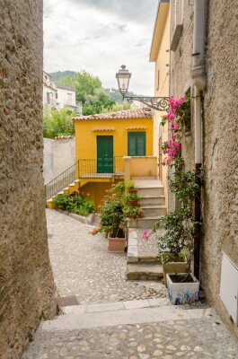 Bild Alte Straße in der Altstadt von einem südlichen Italien Dorf