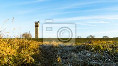 alter DDR Grenzturm auf Einem Deich