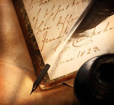 Bild Altes Buch mit Feder und Tintenfass