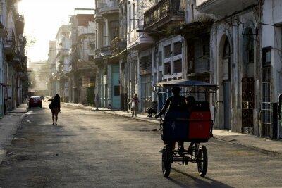 Bild Am frühen Morgen in den Straßen von Havanna Vieja