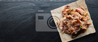 Bild american texas bbq - smoked puilled pork in top down composition with copyspace