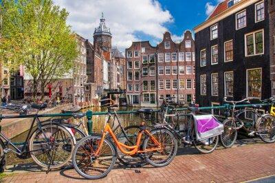 Bild Amsterdam Stadt mit Fahrrädern auf der Brücke in Holland