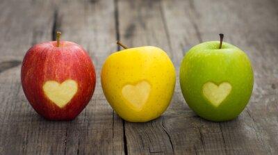 Bild Äpfel mit gravierten Herzen