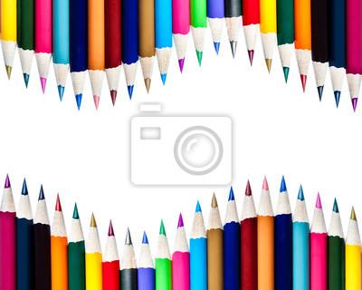 Array von Farbstiften auf weißen Hintergrund