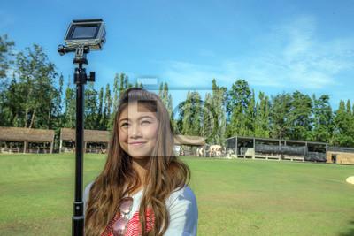 Asiatische Mädchen Selfie mit Action-Kamera