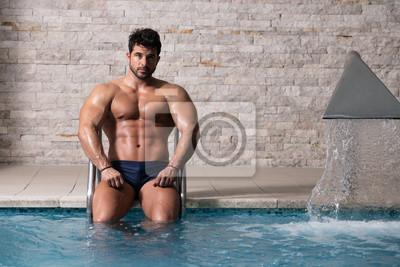Bild Athlete At Hotel Indoor Pool