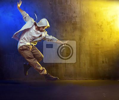 Athletic guy tanzen ein Hip-Hop