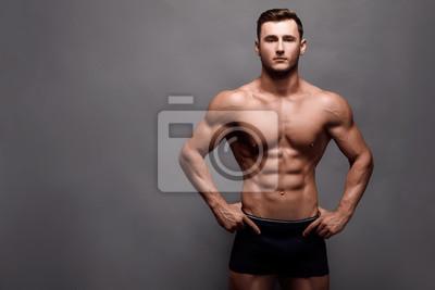 Bild Athletic Man Fitness Model Torso showing big muscles.