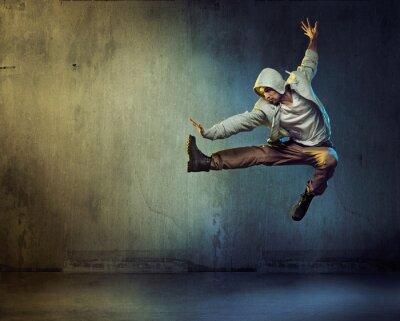 Bild Athletic Tänzer in einer springenden Pose
