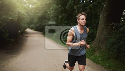 Bild Athletische Mann tun Lauftraining im Park