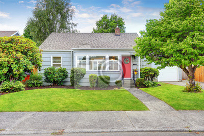 Bild Außenansicht des kleinen amerikanischen Hauses mit blauer Farbe