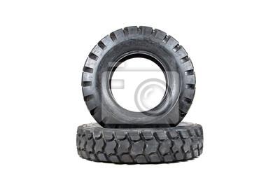 Autoreifen isoliert auf weißem Hintergrund. LKW-Reifen isoliert.