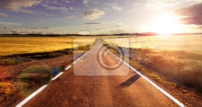 Bild Aventuras y viajes por carretera.Carretera y campos