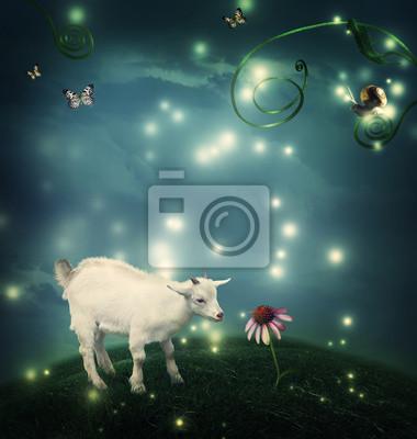 Baby-Ziege in Fantasy-Hügel mit Schnecke und Schmetterlingen