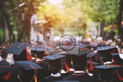Bild backside graduation hats during commencement success graduates of the university, Concept education congratulation. Graduation Ceremony ,Congratulated the graduates in University during commencement.