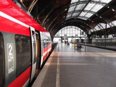 Bild Bahn hält in Bahnhof