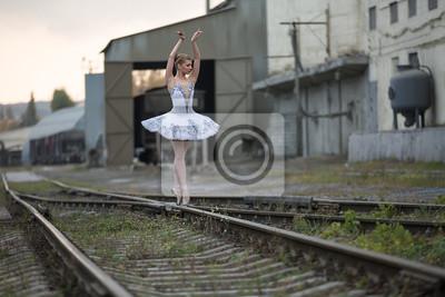 Ballerina auf Schienen