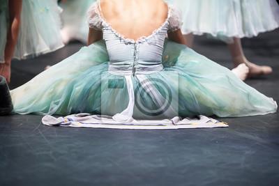 Ballerinas in der Bewegung. Hinter den Theater-Szenen, Warm-up von Ballerinen vor einer Vorstellung.