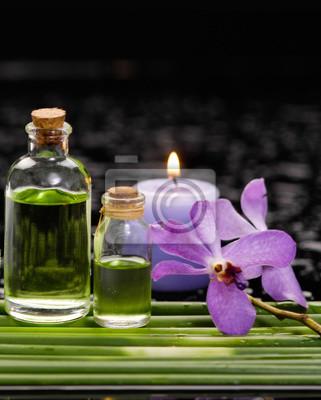 Bambus Hain Mit Orchidee Kerze Massageol Auf Nassen Hintergrund