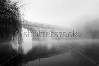 Bild Barcelos historischer Teil an einem nebligen Morgen (HDR-Schwarzweißfoto)