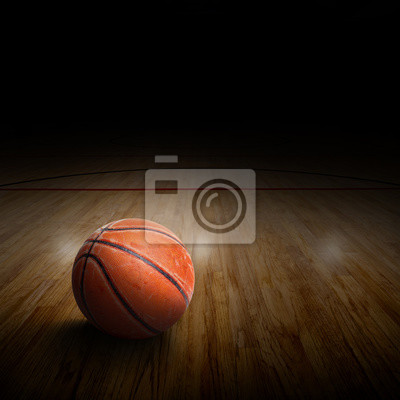 Basketball-Arena Mit Ball auf Gericht und Textfreiraum. Spezielle Lichteffekte.