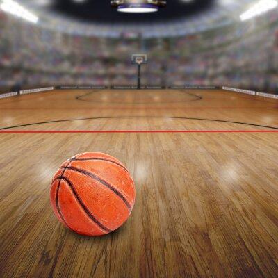 Basketball-Arena Mit Ball auf Gericht und Textfreiraum. Übertragen in Photoshop.