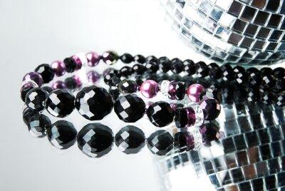 Bild Bead mit Disco-Kugel auf Spiegel