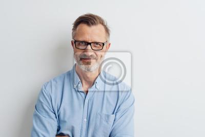 Bild Bearded middle-aged man wearing glasses