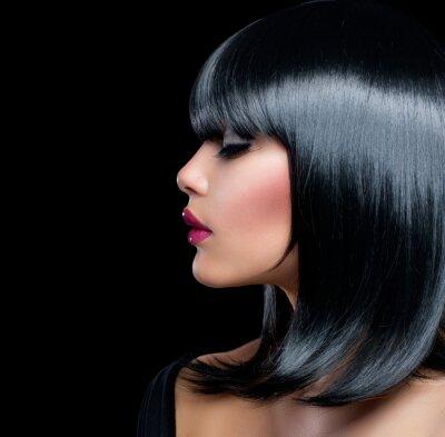 Bild Beautiful Brunette Girl. Beauty Frau mit kurzen schwarzen Haaren