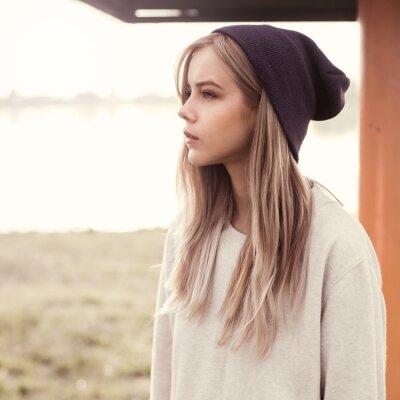 Bild beautiful girl hipster am Morgen am Strand