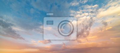 Bild Beautiful sunset sky. Nature sky backgrounds.