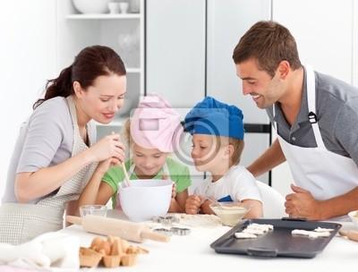 Bengel Familie zusammen backen in der Küche