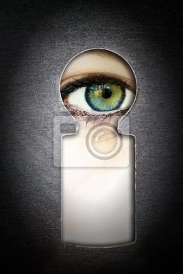 Beobachtung - Auge schaut durch ein Schlüsselloch