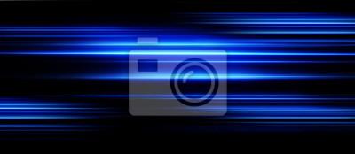 Bild Beschleunigungsgeschwindigkeitsbewegung auf Nachtstraße. Licht und Streifen, die sich schnell über dunklen Hintergrund bewegen. Abstrakte blaue Illustration.