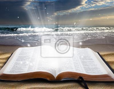 Bibel am Strand