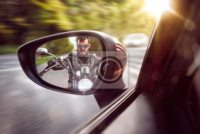 Biker im Rückspiegel