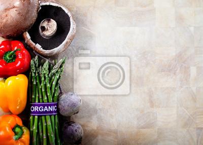 Bio-Gemüse auf Schneidebrett Hintergrund