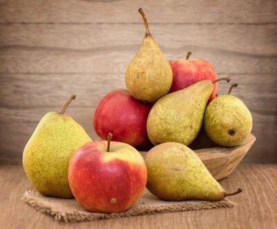 Bild Birnen und Äpfel auf Holztisch