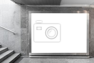 Bild Blank Billboard in unterirdischen Halle