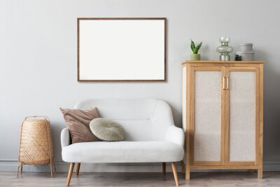 Bild Blank picture frame mockup on gray wall. Artwork in interior design. View of modern scandinavian style interior with sofa and empty canvas for painting or poster on wall. Minimalism concept