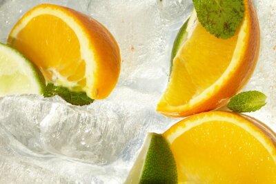 Bild Blatt Minze und Schnitt citrus im Eis